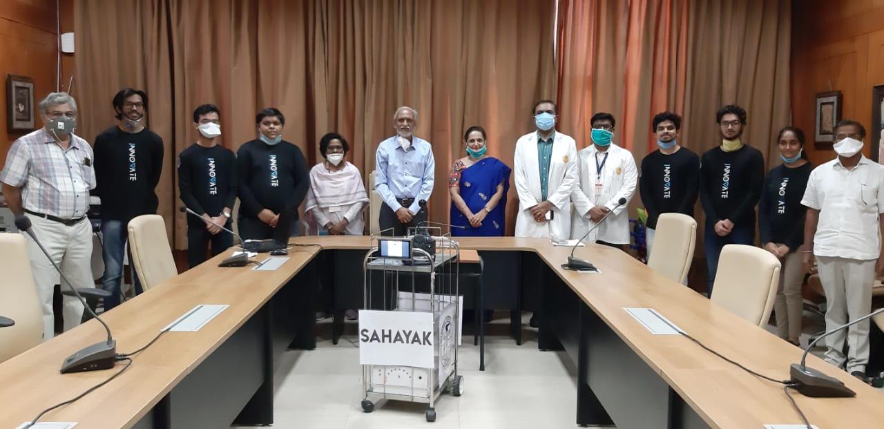 Sahayak robot handover to AIIMS Nagpur.